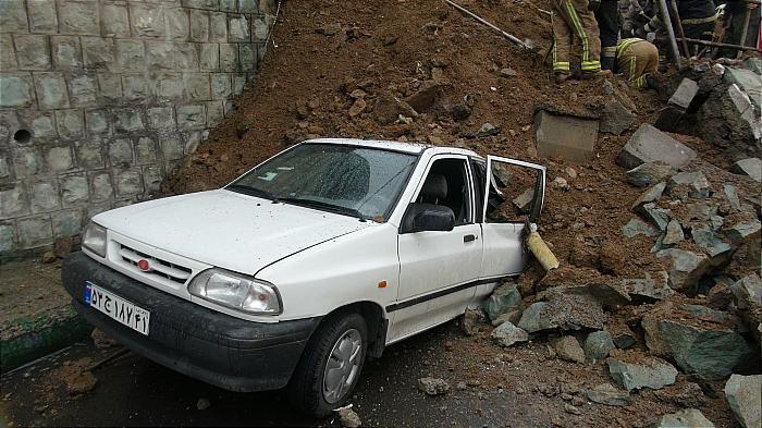 ریزش ناگهانی دیوار در محله دارآباد