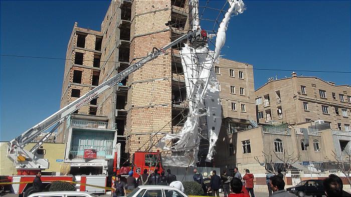 حوادث ساختمانی اینبار از جنس ریزش داربست ساختمان 7 طبقه