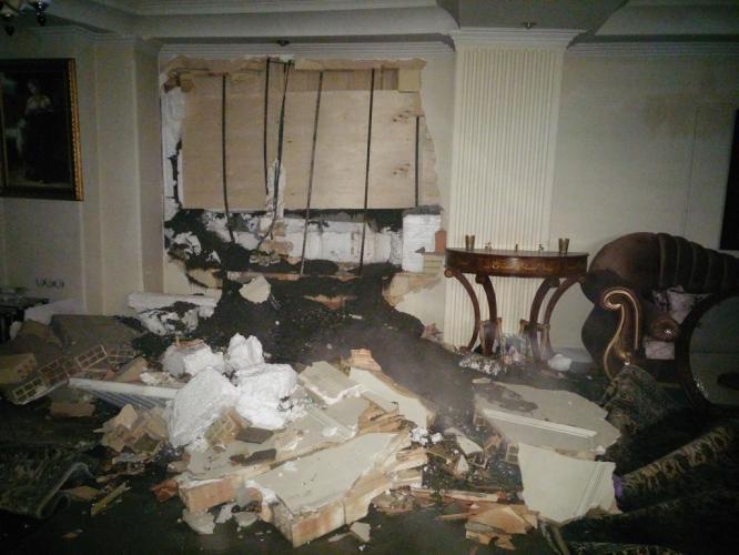 تخریب یک منزل مسکونی بر اثر اجرای بتون ریزی همسایه