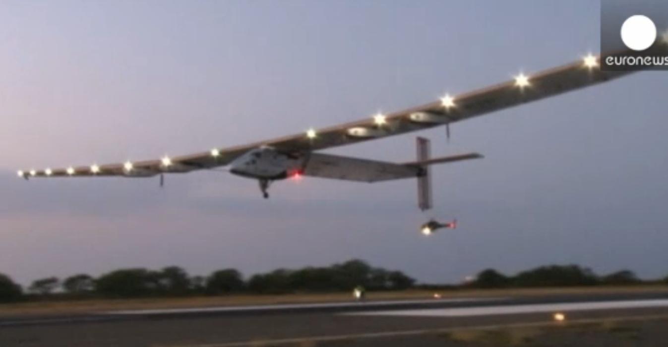 پرواز آزمایشی هواپیمای خورشیدی در آمریکا با موفقیت انجام شد